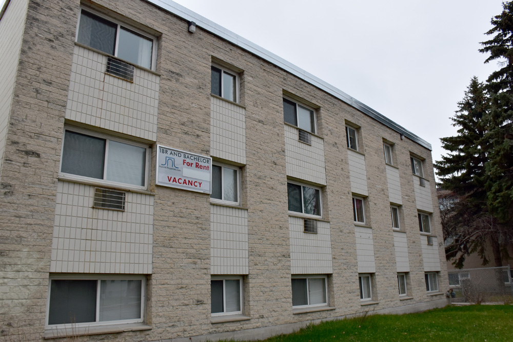 Studio Apartment for Rent 324 Arlington Near Portage Ave